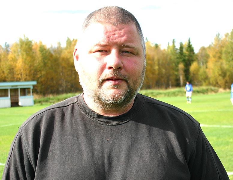 Tränare Anders Roos säger att grabbarna själva får avgöra om de vill gå upp i div. 4 om det blir aktuellt.