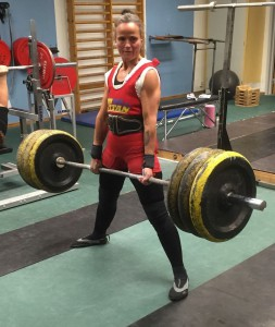 Shaushone Crae lyfter här 135 kg